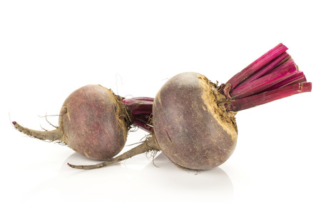 Red beet with cut tops two young bulbs isolated on white background Banque d'images