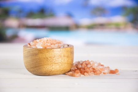 Lot of pieces of pink himalayan salt crystals in a wooden bowl in resort 스톡 콘텐츠