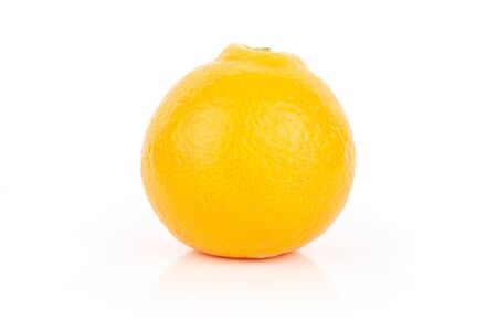 One whole fresh orange tangelo minneola isolated on white background Banque d'images - 129475127