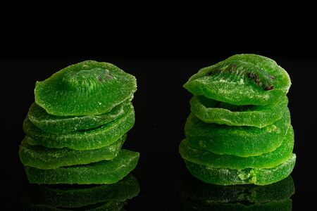 Group of ten slices of sweet green candied kiwifruit isolated on black glass Banco de Imagens - 129751059