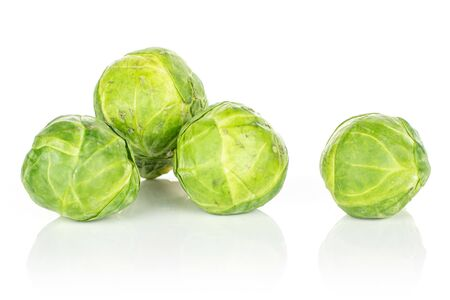 Group of four whole fresh green brussels sprout heap isolated on white background 版權商用圖片