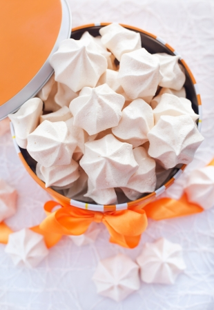 kiss biscuits: Meringues in orange box with bow, top view