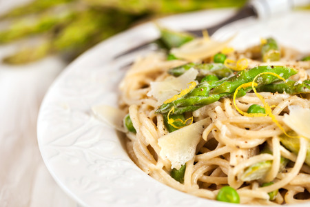 Spaghetti with asparagus and green peas