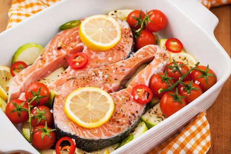 medula: Raw fresh delicious salmon, cherry tomatoes, chili, zucchini and lemon in pan, ready to cook