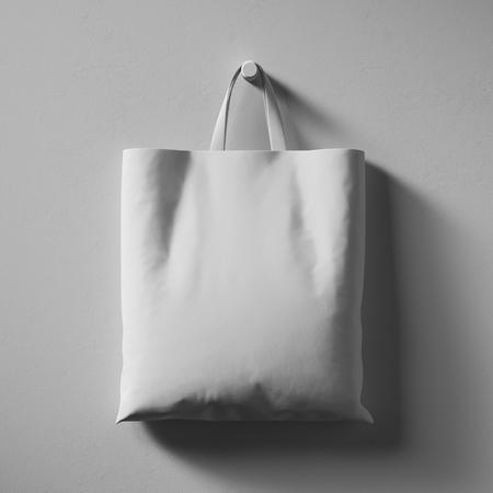 Sac shopping en coton textile accroché au centre du mur.