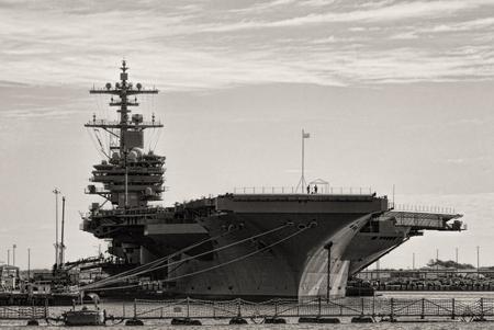 Naval Aircraft Carrier Standard-Bild - 120613519