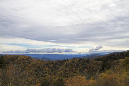 Cloudy Sky Over Smoky Mountain National Forest Standard-Bild - 120613522