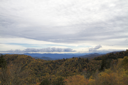 Cloudy Sky Over Smoky Mountain National Forest Foto de archivo - 120613530