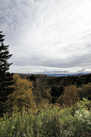 Cloudy Sky Over Smoky Mountain National Forest Foto de archivo - 120613525