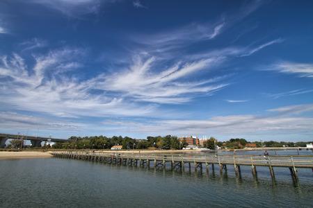 Dock Over Chesapeake Bay Blue Sky Wispy Clouds Foto de archivo - 120613533