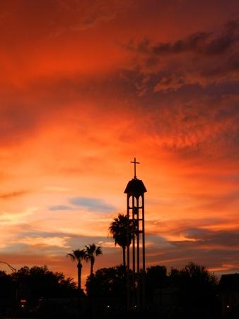 Kerk Bell Tower bij zonsondergang Stockfoto