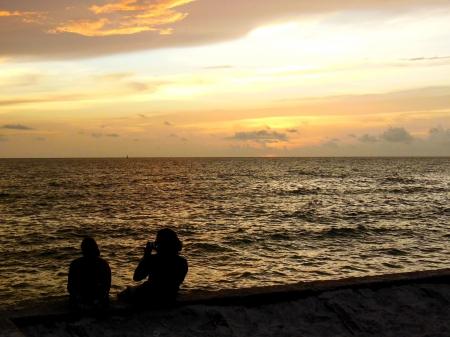 Het fotograferen van de zonsondergang op de Golf van Mexico Stockfoto