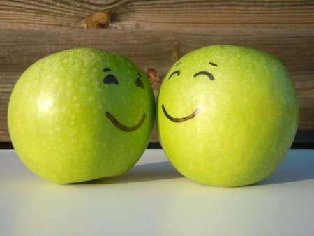 frutas divertidas: amor sano Foto de archivo