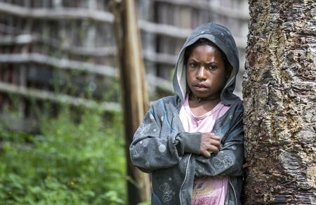 バリエム バレー、西パプア、インドネシア、2016 年 2 月 12 日: ダニの部族の女の子バリエム バレー西部の衣類 報道画像