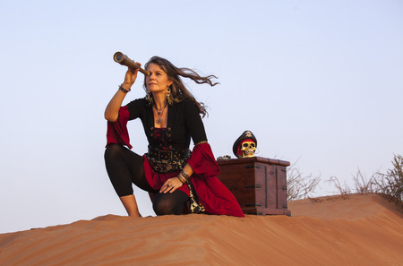 lady pirate with a treasure chest in a desert Stok Fotoğraf