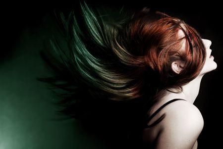 Azione tiro di un attraente modello oscillante capelli Archivio Fotografico