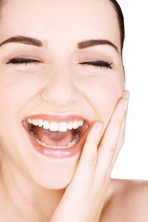 ni�as sonriendo: Un plano corto de una mujer joven y bella sonrisa y tocar su cara, delante de un fondo blanco. Foto de archivo