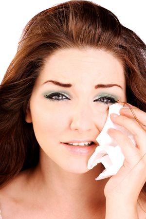 mujer llorando: A close up de una mujer llorando la celebraci�n de un tejido a su cara.