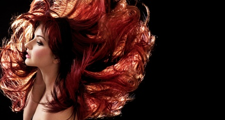 tinte cabello: Una mujer hermosa con el pelo loco Foto de archivo