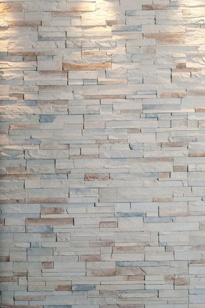 Grote bak stenen muur met drie lichten boven Stockfoto