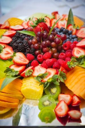 様々 なおいしい果物のトレイ 写真素材