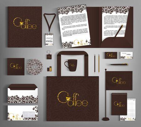 Plantilla de identidad corporativa con granos y letras de café dorado.