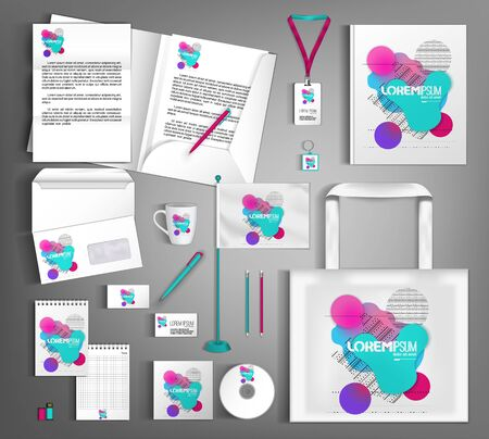 Plantilla de diseño de identidad corporativa blanca con formas multicolores de fluidos y geometría.