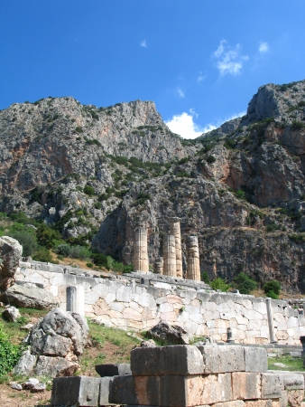 delfi: Four columns in temple in Greece