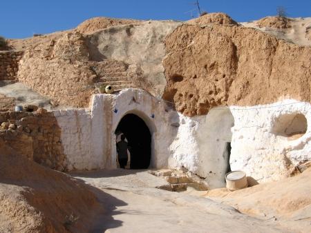matmata: Door to Matmata underground house in Tunisia