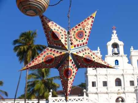 indian blue: Holiday Star on background of  Our Lady of the Immaculate Conception Church, Panaji, GOA, India Stock Photo