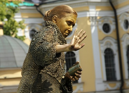 crone: St. PETERSBURG, RUSSIA - JUL 5, 2014: Street actress (living statue) in the image of a greedy old woman from famous novel by Fyodor Dostoevsky, Crime and Punishment Editorial