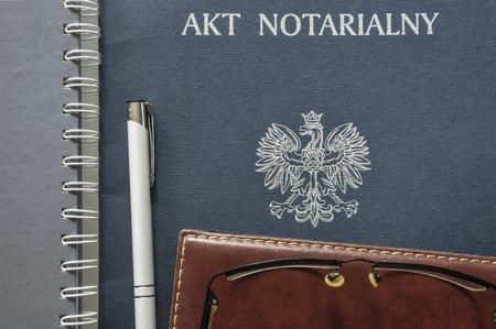 Un acte notarié prêt à être signé Banque d'images - 80593464
