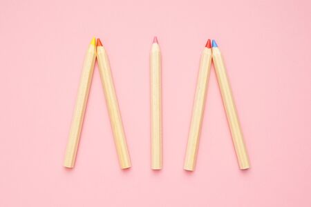 Wooden colorful ordinary pencils on a pink background top view. Back to school. Zdjęcie Seryjne