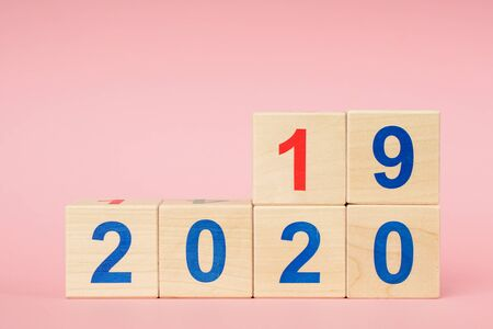Date From 2019 To 2020 On Wooden Cube Calendar . New Year s Concept Zdjęcie Seryjne