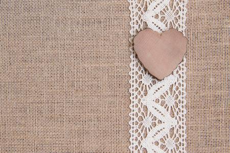 Rústico Shabby con corazón de madera Foto de archivo - 25709324
