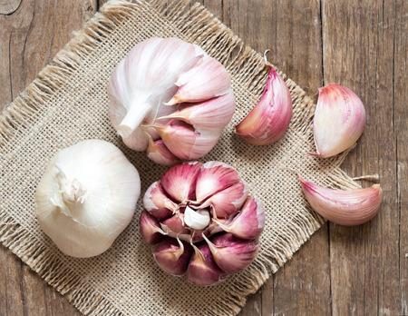 fresh garlic: Whole and split fresh garlic on wooden background