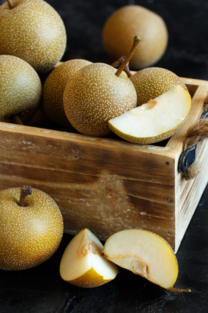 Nashi Pears (apple pears or asian pears) in a box Archivio Fotografico