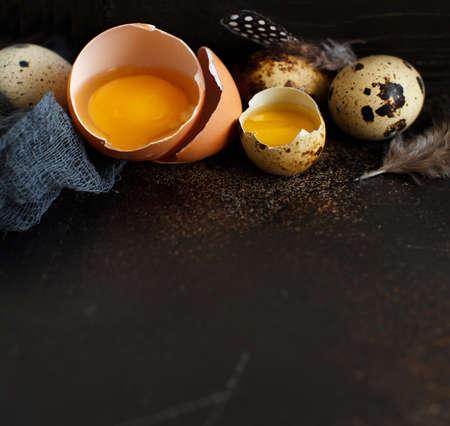 �¡hicken and quail eggs on a dark background Archivio Fotografico