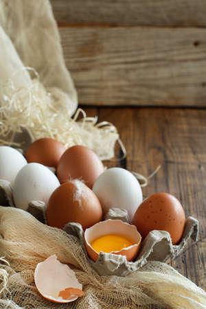 Ð¡hicken eggs in a box on a wooden background Archivio Fotografico