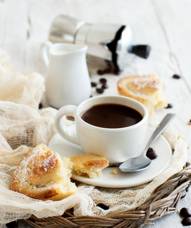 Cup of coffee with pasticciotto pastry on a rustic background close up Foto de archivo - 101751316