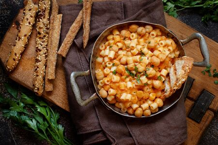 Ditalini pasta with chickpeas italian recipe top view 免版税图像