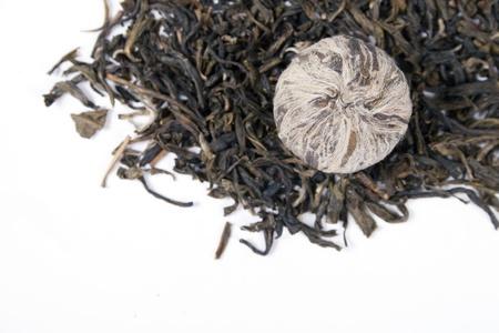 Dried leaves of pu-erh tea isolated on white background Stock Photo - 15862908