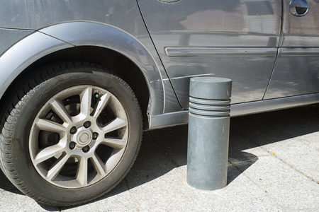 car parking: Scratch by car because of an inaccurate parking