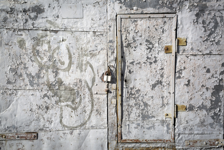 peeledoff: Iron wall with the peeled-off paint