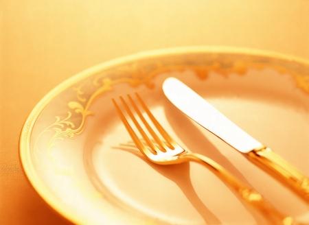 フォークとナイフ、皿の上 写真素材