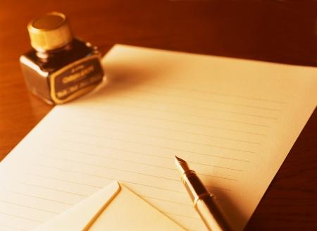 万年筆と手紙 写真素材