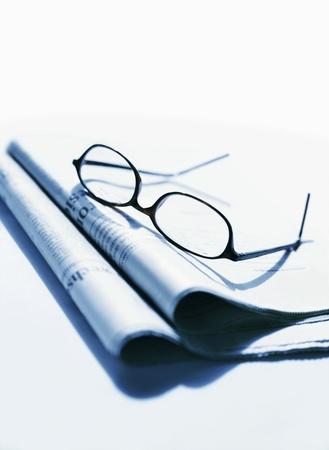 newspaper and glasses Фото со стока - 21848305