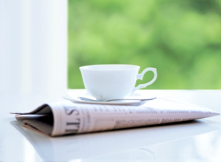 新聞とコーヒー カップ 写真素材