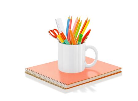 Pencils in mug Фото со стока - 106790749