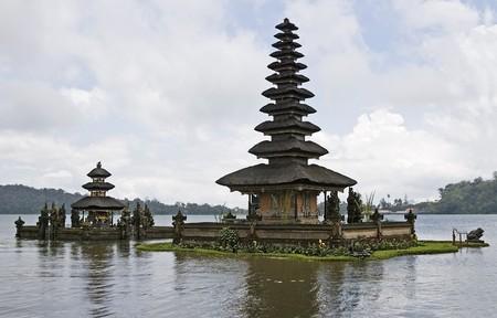pura: Hinduism temple Pura Ulundanu Betaran, pagoda on lake, Bali, Indonesia